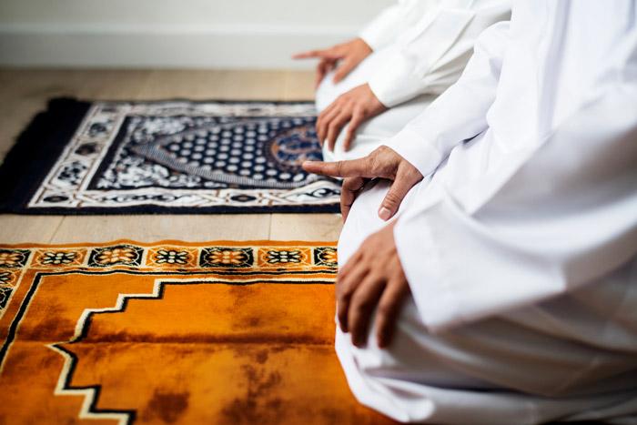 muslim men praying Salah together
