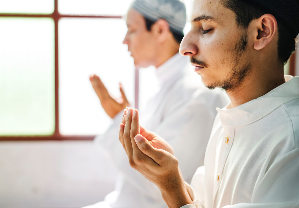 muslim man making dua